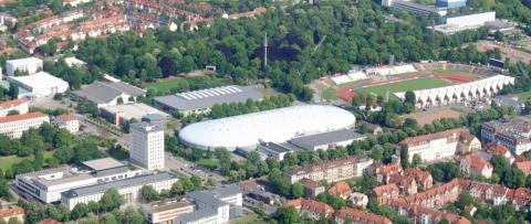 Landtag, Eislaufhalle & Stadion